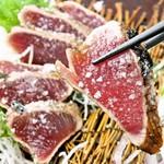 肉盛り 牛もつ鍋 時々ハレ酒場 HALU - カツオの塩たたき