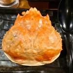 立喰酒場 金獅子 - カニカニトマトグラタンの完食後に殻を裏返して記念撮影。レンゲは使わずに箸だけで食べられた。