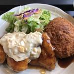 すみれキッチン - コロナン定食 。コロッケとチキン南蛮