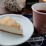 ヨカベイク - 白桃のベイクドレアチーズケーキ&ホットティー