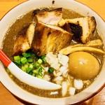 84318625 - 煮干しソバデラックス+ブロックチャーシュー【料理】