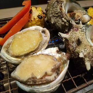 【期間限定】サザエ・こぼれマグロ丼など食べ放題実施中!!