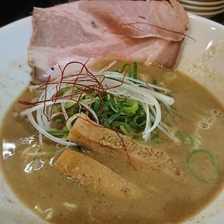 らーめん ぎん琉 - 料理写真:魚介鶏白湯醤油♪