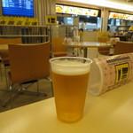 フードコート ウィング - ビールプラカップで550円(><)b(2018年4月)