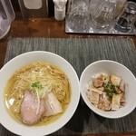 84325264 - 塩らぁ麺ととろ豚丼