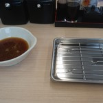 揚げたて天ぷらさくや - まずは天つゆと皿?