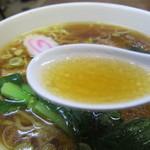 金丸本店 - 金丸本店鶏醤油ラーメンのスープ