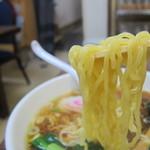 金丸本店 - 金丸本店鶏醤油ラーメンの麺リフト