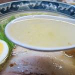 金丸本店 - 鶏塩ラーメンのスープ