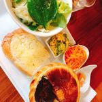 グルメカフェ六甲 - 料理写真:シチューポットパイプレートランチ