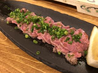 日本酒バル 蔵よし 品川店 - 《塩焼き牛タン》690円