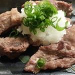 大衆海鮮居酒屋 おっ魚 - まぐろホホ肉のステーキ通常390円が半額♪