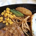 洋食屋バンク - 目玉焼きに隠れてた野菜