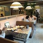 洋食屋バンク - 店内をパシャ 日曜日の12時