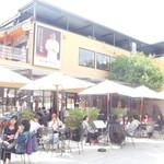 Cafe du Riche - オープンテラス席