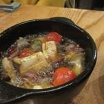 燻製欧食堂 天神大名ルッチョラ - 砂ズリとプチトマトのアヒージョ、これは女子社員には人気の一品でした。