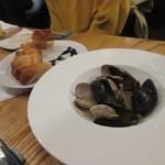 燻製欧食堂 天神大名ルッチョラ - もう少し食べたかったんでオマール貝のワイン煮も追加してみました。
