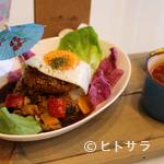 エリーズ カフェ - 沖縄産高級黒豚のハンバーグでつくる『10食限定! やんばる豚のロコモコ丼』
