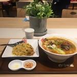 正式担担麺美食庁 四川辣麺 - ランチタイムの白担とミニチャーハン