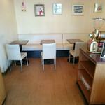 ベーカリーショップロンドン - カフェスペースも併設