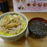 馬子とやすべ - ほどなくして注文した「生うに・いか丼」2000円がドーンと登場!