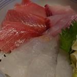 魚河岸三代目 千秋 - おすすめ丼ランチ 中とろ入り三色丼