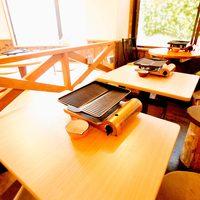 ★スタンダードな木製テーブルと切り株椅子で♪