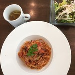 リストランテ ヴィバーチェ - 料理写真:パスタランチ税込1000円。サラダ・スープ付き。
