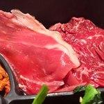 84364605 - お肉こんな感じ、ロースは極めて薄切り