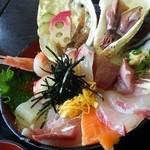 新鮮処 魚里 - びっくり海鮮丼
