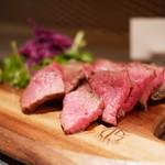 听屋焼肉 - 黒毛和牛赤身 肉塊