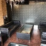 VIVELO by SABBATH - ソファでゆっくりくつろげる個室です♪もちろんカラオケ付き★