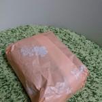 84365211 - 気取らない昔ながらの包み紙