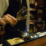 Bar Agit - アルコールランプでバーボンを温める まずは小さな火で・・・