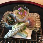 84367131 - 八寸:稚鮎とタラの目の天ぷら・鯵の手まり寿司・蟹と雲丹・そら豆・かたくりのお浸し