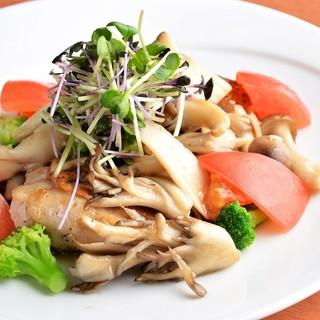 【フレンチ創作料理】鶏・豚・野菜のメニューも豊富な内容♪