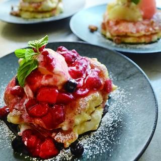 ⼈気のふわふわパンケーキ3種、季節のパンケーキも!