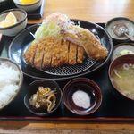 とん亭 - 料理写真:黒豚ロースかつ定食(150g)にアジフライ