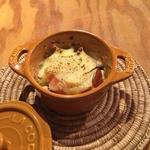 タビヤ カフェ&ダイニング - オイルサーディンとトマトのチーズ焼き
