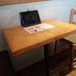 TSUKUMO食堂 - テーブル席の様子