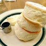カフェ&パンケーキ gram - プレミアムパンケーキ 950円  オレンジジュース 400円