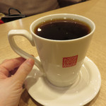 春水堂 - セットの温かいお茶は大きめカップにたっぷり入ってます。