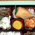 旭川市役所 地下食堂 - おかずは、魚も肉も!
