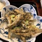 Tempurashinjukutsunahachi - ドジョウの素揚げ
