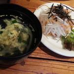立川ホルモン - ランチメニュー カルビ&とり焼き定食695円のサラダとスープ
