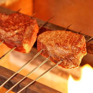 【赤身肉】黒毛和牛の炭火焼(イチボ・ランプなど)