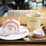 84386523 - ケーキセット(桜のロールケーキ、オーガニックティー)