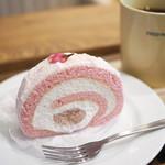 84386559 - ケーキセット(桜のロールケーキ、オーガニックティー)