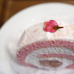 84386565 - ケーキセット(桜のロールケーキ、オーガニックティー)