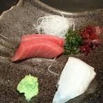 三海の華 - お造り(本マグロ赤身とサメガレイ)